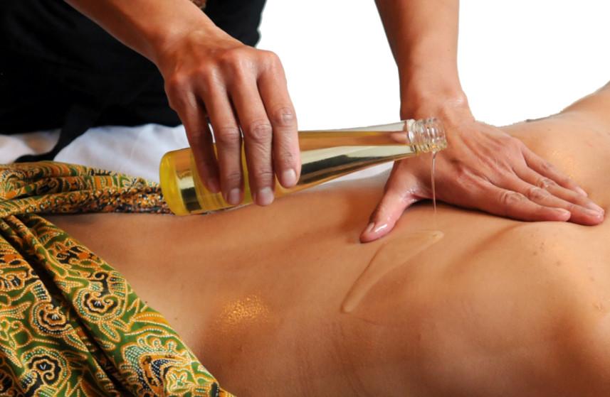Massage thaïlandais aux huiles neutres